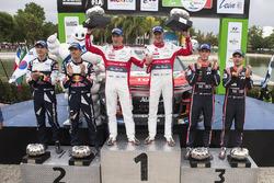 Podium: winners Kris Meeke, Paul Nagle, Citroën World Rally Team, second place Sébastien Ogier, Julien Ingrassia, M-Sport, third place Thierry Neuville, Nicolas Gilsoul, Hyundai Motorsport