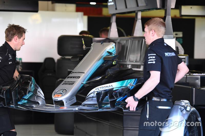 Носовой обтекатель и переднее антикрыло Mercedes-Benz F1 W08