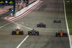 Jolyon Palmer, Renault RS 17, battles with Marcus Ericsson, Sauber C36, behind Fernando Alonso, McLaren MCL32