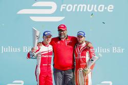Felix Rosenqvist, Mahindra Racing, Dilbagh Gill y Nick Heidfeld, Mahindra Racing, en el podio