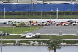 Erik Jones, Joe Gibbs Racing Toyota, William Byron, JR Motorsports Chevrolet, Joey Logano, Team Penske Ford