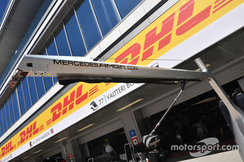 Mercedes AMG F1 pit box boom