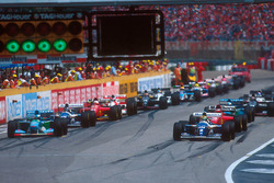 Start: Ayrton Senna, Williams FW16, Michael Schumacher, Benetton B194