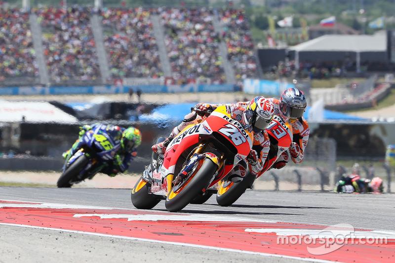 Dani Pedrosa et Marc Márquez au coude à coude devant Valentino Rossi