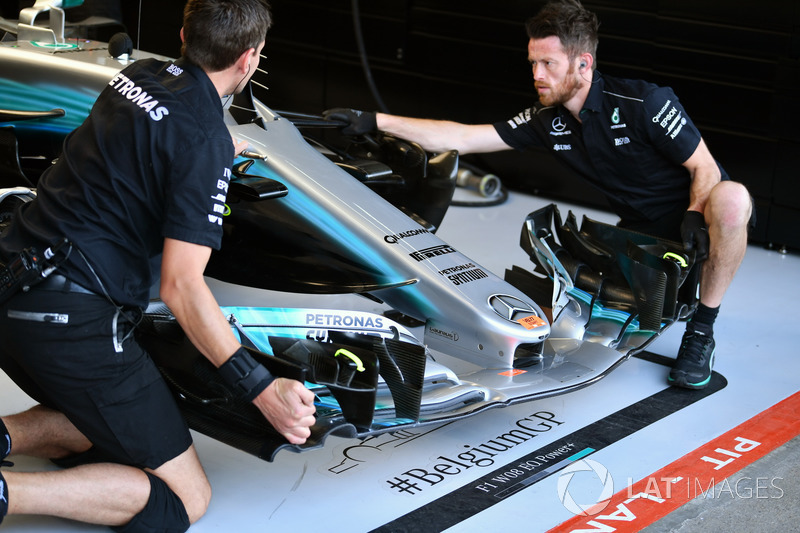 Mercedes-Benz F1 W08 mechanic and Mercedes-Benz F1 W08 front wing