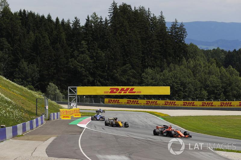 Стоффель Вандорн, McLaren MCL32, Ніко Хюлькенберг, Renault Sport F1 Team RS17