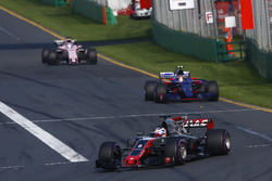 Romain Grosjean, Haas F1 Team VF-17, Carlos Sainz Jr., Scuderia Toro Rosso STR12 y Sergio Pérez, Force India VJM10