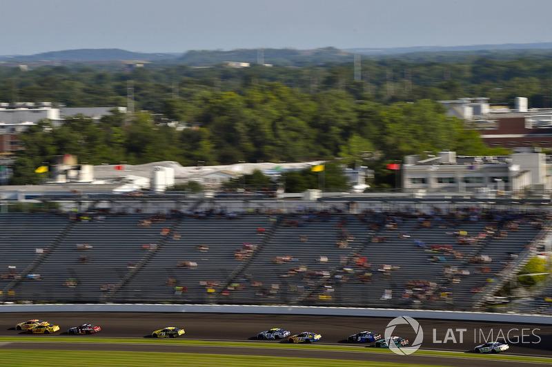 Joey Logano, Team Penske Ford, Daniel Suárez, Joe Gibbs Racing Toyota