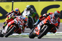 Marco Melandri, Ducati Team, Lorenzo Savadori, Milwaukee Aprilia World Superbike Team