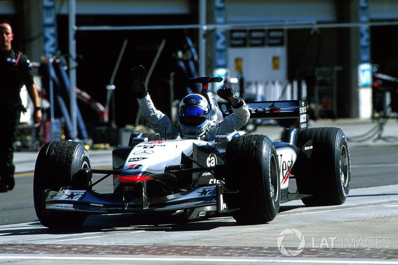 2001: McLaren MP4/16