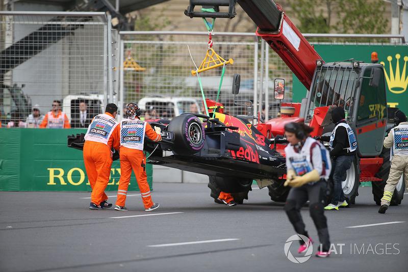 El auto chocado de Max Verstappen, Red Bull Racing RB14