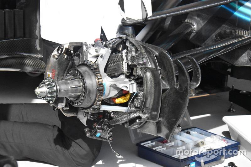 Detalle del freno delantero del W09 de Mercedes AMG F1