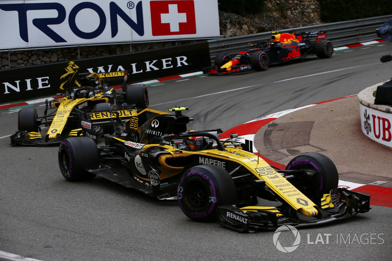 Carlos Sainz Jr., Renault Sport F1 Team R.S. 18, precede Nico Hulkenberg, Renault Sport F1 Team R.S. 18 e Max Verstappen, Red Bull Racing RB14
