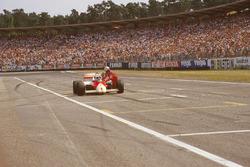 Ален Прост, McLaren MP4/2C: остановка из-за нехватки топлива