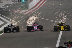Lewis Hamilton, Mercedes-AMG F1 W09 EQ Power+, Sergio Perez, Force India VJM11 et Nico Hulkenberg, Renault Sport F1 Team R.S. 18 en lutte