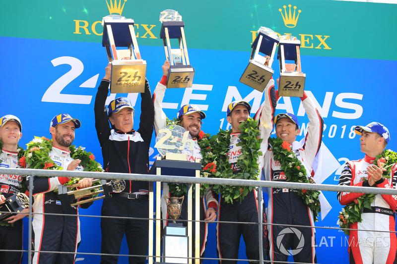 Overall podium: winners Sébastien Buemi, Kazuki Nakajima, Fernando Alonso, Toyota Gazoo Racing