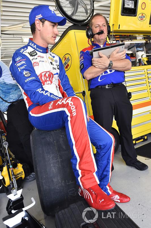Joey Logano, Team Penske, Ford Fusion AAA Insurance y Todd Gordon