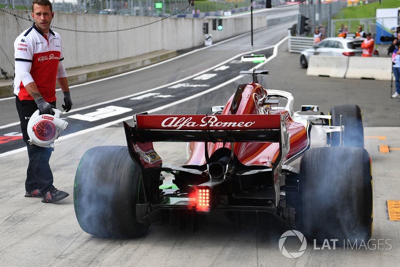 Marcus Ericsson, Sauber C37 tyre smoke