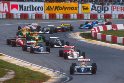 Arrancada: Alain Prost, Williams FW15C, lidera a Ayrton Senna, McLaren MP4/8