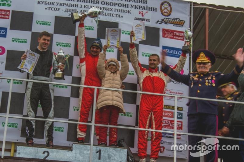 Подіум GT Оpen: Дмитро Жайворонок, Сергій Юнашев з донькою, Андрій Євтушенко