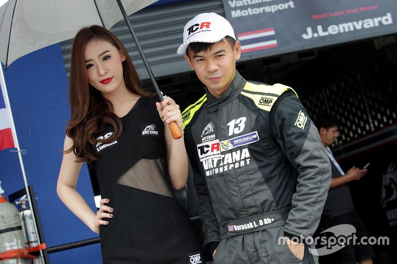 Narasak Ittiritpong , Vattana Motorsport, Honda Civic with a lovely grid girl