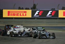 Старт: Нико Росберг, Mercedes AMG F1 Team W07, Валттери Боттас, Williams FW38 и Льюис Хэмилтон, Mercedes AMG F1 Team W07