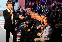 Presenter Bruno Vandestick with Frédéric Sausset