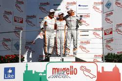 Gara 1, Podio TCS: il secondo classificato Giampiero Wyhinny, SEAT Cupra ST-TCS, il vincitore Andrea Bassi Seat Leon-TCS 2.0, il terzo classificato Sandro Pelatti, SEAT Cupra ST-TCS