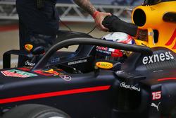Pierre Gasly, probador de Red Bull Racing, lleva el Halo protector del cockpit en el RB12