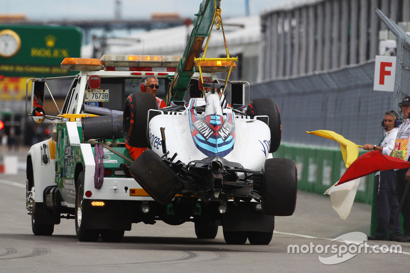The Williams FW38 of Felipe Massa, Williams is recovered back to the pits on the back of a truck after he crashed in the first practice session