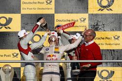 Podium: Champion Marco Wittmann, BMW Team RMG, BMW M4 DTM celebrate with champagne