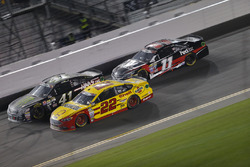 Kurt Busch, Stewart-Haas Racing, Chevrolet; Joey Logano, Team Penske, Ford