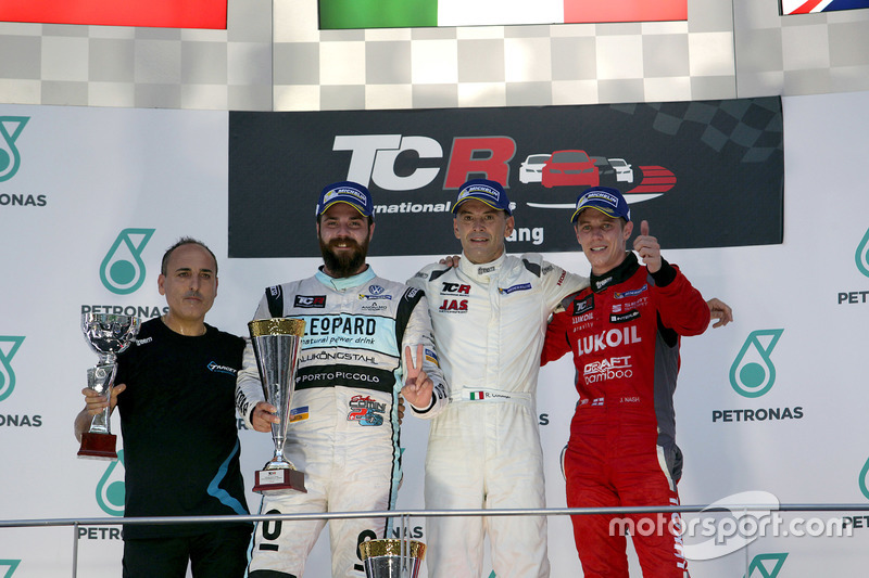 Podium: Sieger Roberto Colciago, Target Competition, Honda Civic TCR; 2. Stefano Comini, Leopard Racing, Volkswagen Golf GTI TCR; 3. James Nash, Team Craft-Bamboo, SEAT León TCR