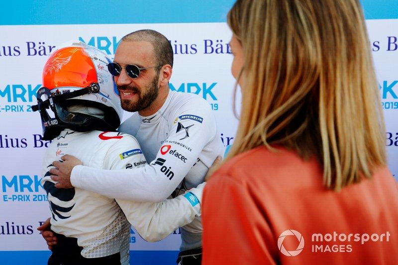 Jean-Eric Vergne, DS TECHEETAH, congratulates Sam Bird, Envision Virgin Racing, after qualifying