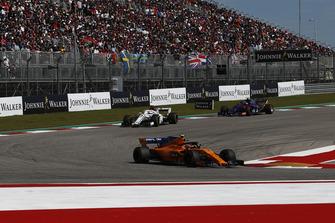 Stoffel Vandoorne, McLaren MCL33, Marcus Ericsson, Sauber C37 and Pierre Gasly, Scuderia Toro Rosso STR13