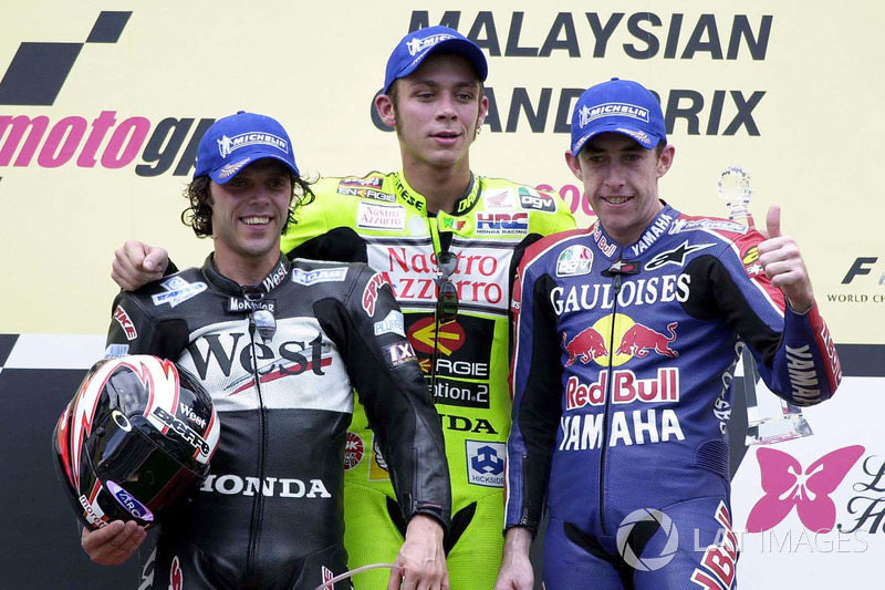 "<img src=""http://cdn-1.motorsport.com/static/custom/car-thumbs/MOTOGP_2017/RIDERS_NUMBERS/Rossi.png"" width=""55"" /> #12 GP de Malaisie 2001"
