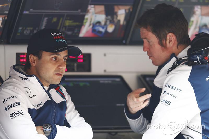 Felipe Massa, Williams, parla con Rob Smedley, Capo delle Performance del Veicolo, Williams