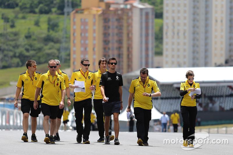 Jolyon Palmer, Renault Sport F1 Team bei der Streckenbegehung