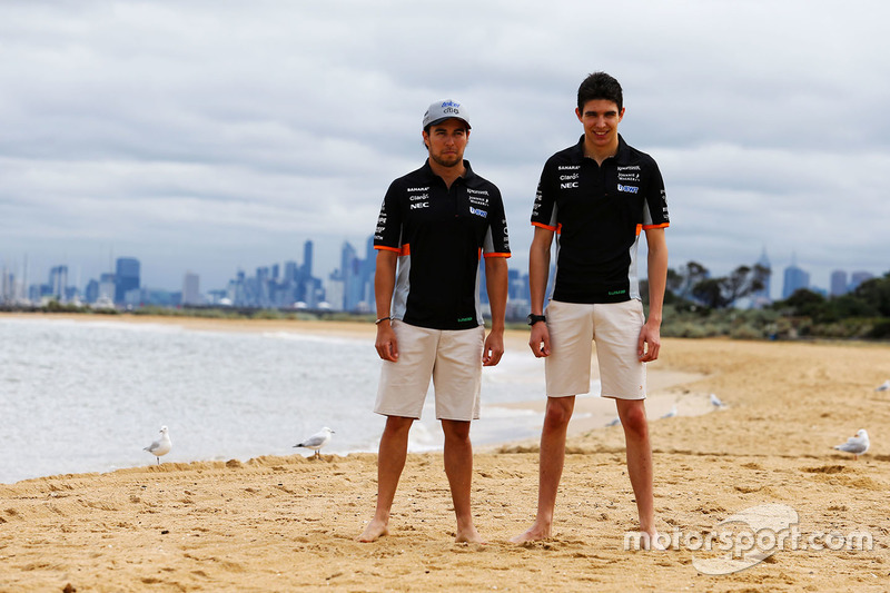 Sergio Pérez, Sahara Force India F1 y Esteban Ocon, Sahara Force India F1 Team en la playa de Brighton