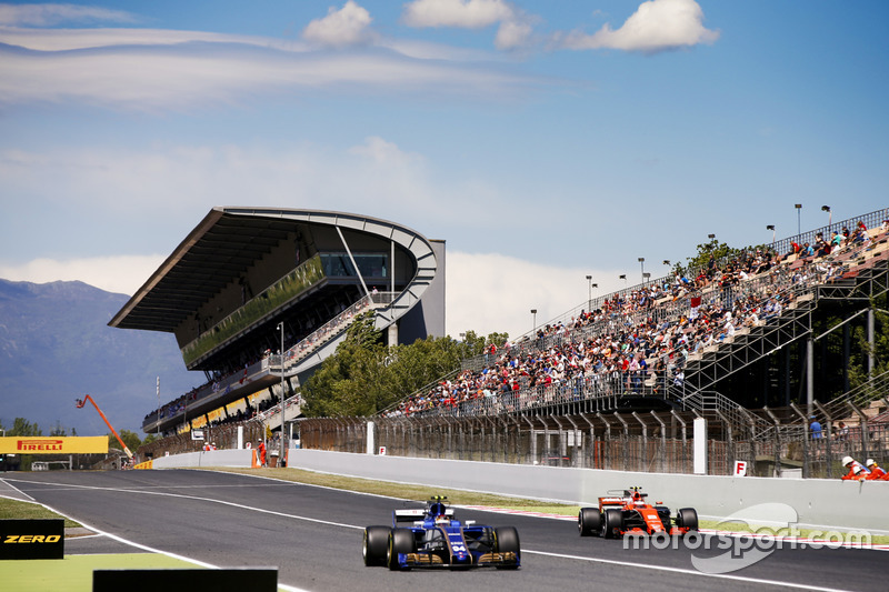 Стоффель Вандорн, McLaren MCL32, и Паскаль Верляйн, Sauber C36