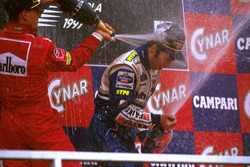 Podium: Race winner Heinz-Harald Frentzen, Williams FW19 Renault, second place Michael Schumacher, Ferrari