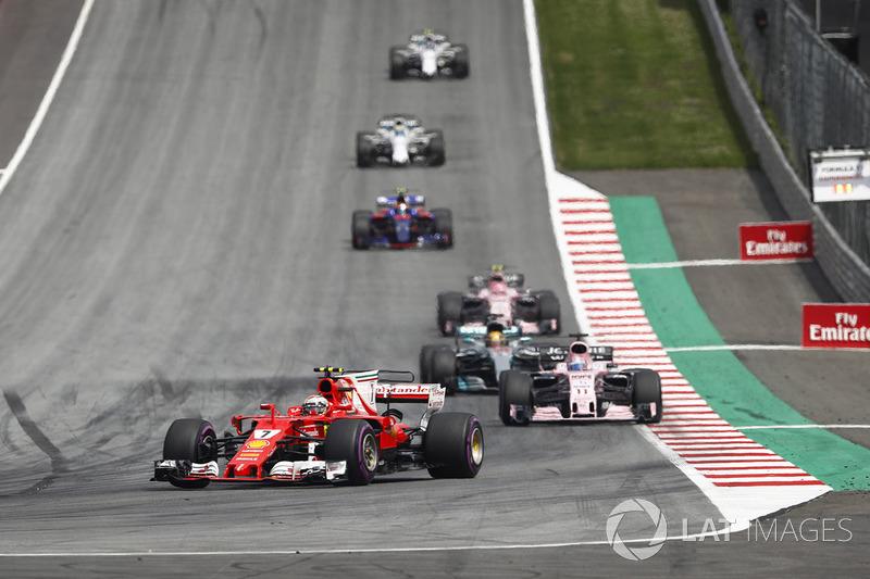 Kimi Raikkonen, Ferrari SF70H, Sergio Perez, Sahara Force India F1 VJM10, Lewis Hamilton, Mercedes A