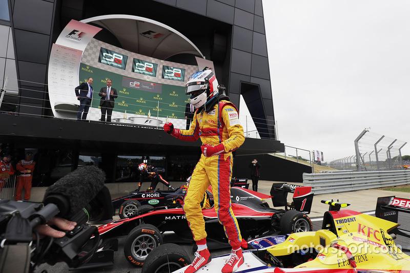 Ganador de la carrera Giuliano Alesi, Trident