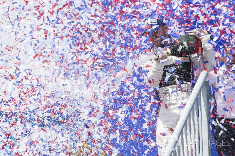 Podio: il vincitore Sam Bird, DS Virgin Racing