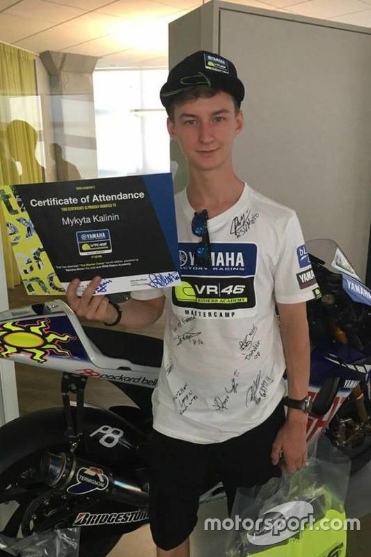 Микита Калінін із дипломом випускника четвертого Yamaha VR46 Master Camp