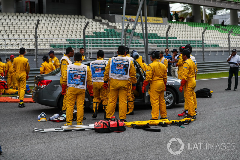 Medical team practice driver extraction