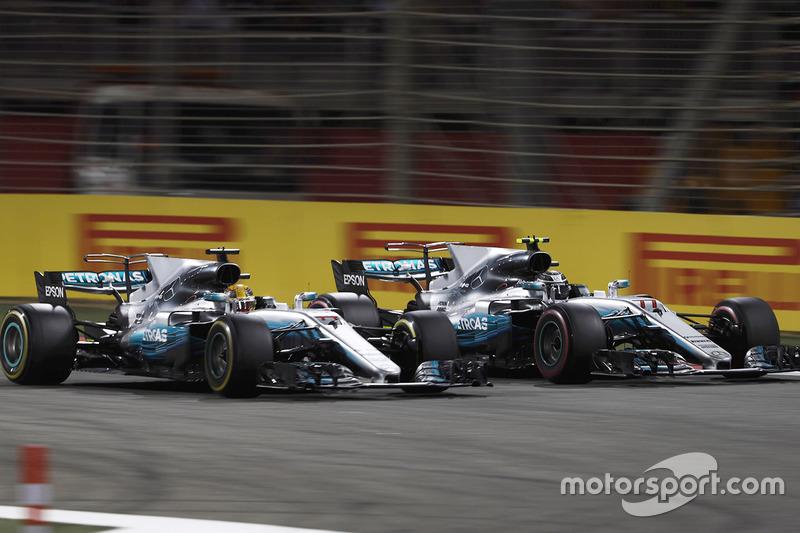 Lewis Hamilton, Mercedes AMG F1 W08, en lutte Valtteri Bottas, Mercedes AMG F1 W08