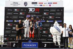 Podium: 1. Aurélien Panis, Boutsen Ginion Racing, Honda Civic Type-R TCR; 2. Giacomo Altoé, M1RA, Honda Civic TCR; 3. Stefano Comini, Comtoyou Racing, Audi RS3 LMS