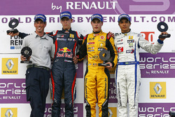 Podium: race winner Stoffel Vandoorne, Josef Kaufmann Racing, second place Daniil Kvyat, Koiranen GP, third place Guilherme Silva, Interwetten.com
