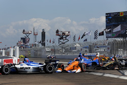 Takuma Sato, Rahal Letterman Lanigan Racing Honda. Scott Dixon, Chip Ganassi Racing Honda, James Hinchcliffe, Schmidt Peterson Motorsports Honda crash in turn one